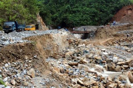 Nhiều tuyến quốc lộ ở Hà Giang bị sạt lở nghiêm trọng