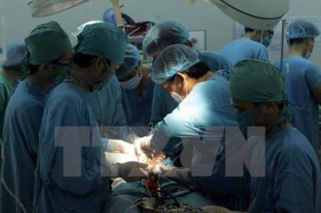 Vụ cắt nhầm niệu quản sản phụ: Đình chỉ phẫu thuật trưởng ca mổ 3 tháng