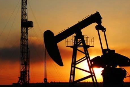 Giá dầu châu Á ngày 10/8 giảm do nguồn cung dư thừa