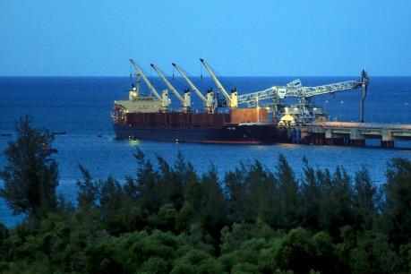 """Chuyển đổi kinh tế biển """"nâu"""" sang """"xanh"""" ở Việt Nam"""