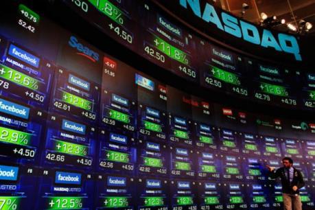 Dow Jones và S&P rút khỏi các mức cao kỷ lục trong phiên cuối tuần