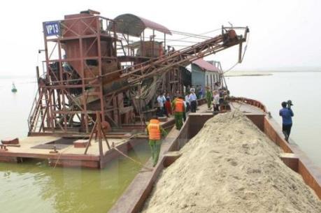 Quảng Ninh bắt giữ nhiều phương tiện khai thác cát trái phép
