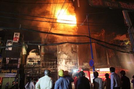 TP. Hồ Chí Minh: Căn nhà 3 tầng cháy lớn trong đêm
