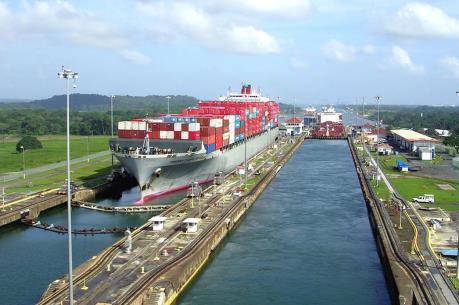 Doanh thu từ kênh đào Panama vượt mốc 10 tỷ USD