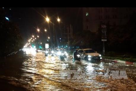 Bão số 3: Mưa lớn gây ngập và đổ cây trên một số tuyến phố của Hà Nội