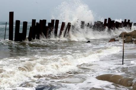 Ứng phó với bão số 3: Nam Định di dời dân ở vùng nguy hiểm đến nơi an toàn
