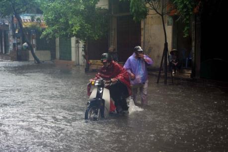 Ảnh hưởng bão số 3: Hà Nội nhiều nhà bị tốc mái, 3 người bị thương