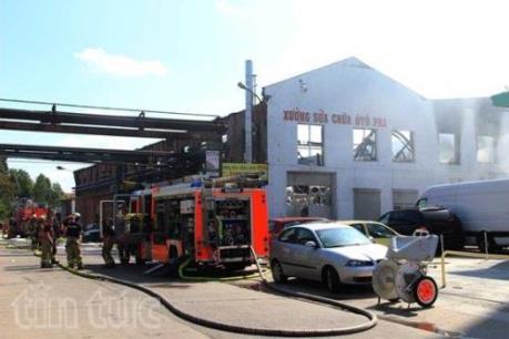 Hỏa hoạn lớn thiêu rụi kho hàng và xưởng ô tô của người Việt ở Berlin