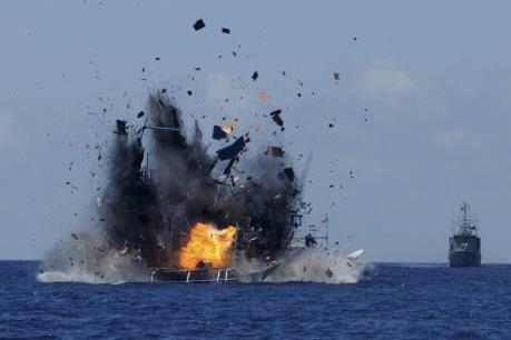 Nổ bình gas trên tàu cá, 2 người thương vong