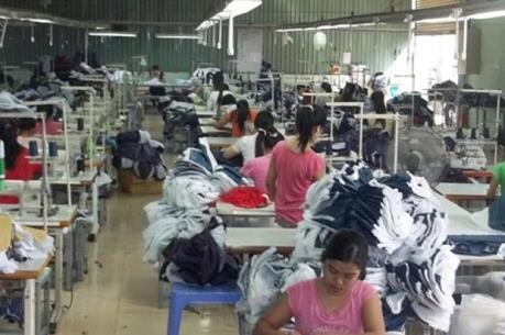 Hơn 1.200 công nhân Công ty Leather Bank trở lại làm việc