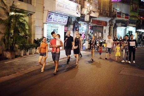 Từ 1/9, các nhà hàng, quán bar khu phố cổ Hà Nội mở cửa đến 2 giờ sáng