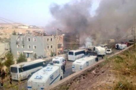 Thổ Nhĩ Kỳ: Đánh bom xe nhằm vào đồn cảnh sát làm hơn 70 người thương vong