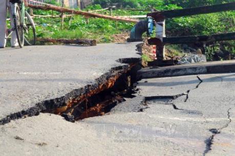 Tp. Hồ Chí Minh: Mưa lớn kéo dài gây nhiều thiệt hại cho ngành giao thông