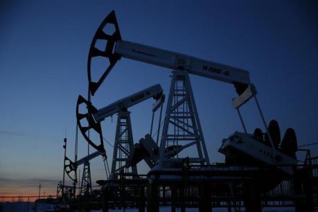 Sản lượng dầu của Iraq tăng và đồng USD mạnh làm giá dầu giảm hơn 1%