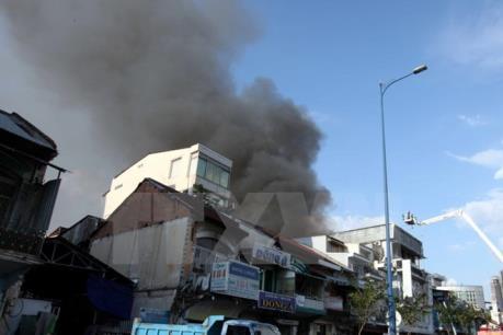 Quảng Ngãi: Nhà cháy lan trong khu tập thể