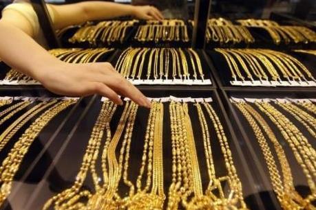 """Giá vàng châu Á ngày 1/9 """"quanh quẩn"""" sát đáy 2 tháng"""