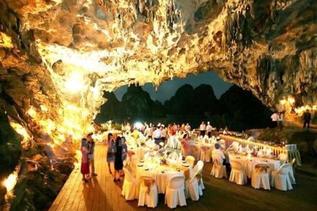 Kiểm tra toàn diện việc bố trí dịch vụ ăn uống trong các hang động vịnh Hạ Long