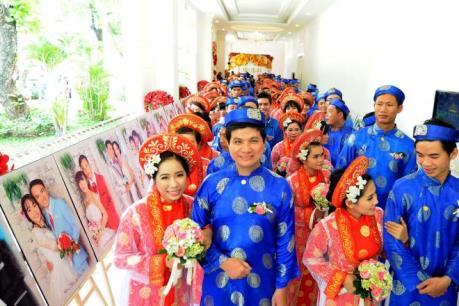 Rộn ràng lễ cưới tập thể của 100 cặp đôi tại TP.HCM
