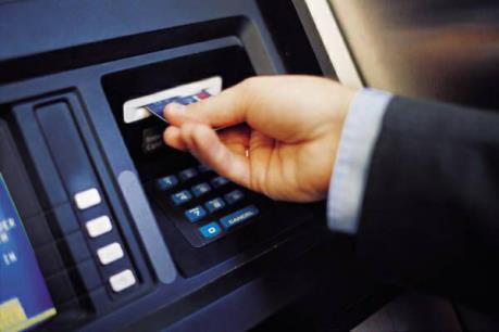 Nhiều lợi ích từ thanh toán tiền điện qua ngân hàng