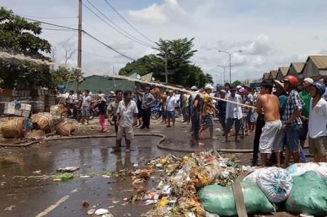 TP. Hồ Chí Minh: Cháy lớn ở chợ nông sản Thủ Đức