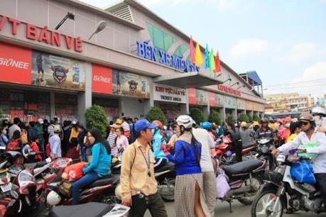 Người dân ùn ùn về lại Tp. Hồ Chí Minh sau Lễ Quốc khánh