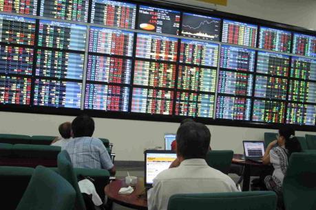 Chứng khoán sáng 5/9: Bluechip bị bán mạnh, VN-Index giảm gần 5 điểm