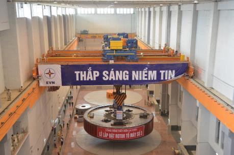 Lắp đặt thành công rotor máy phát tổ máy số 3 Nhà máy thuỷ điện Lai Châu
