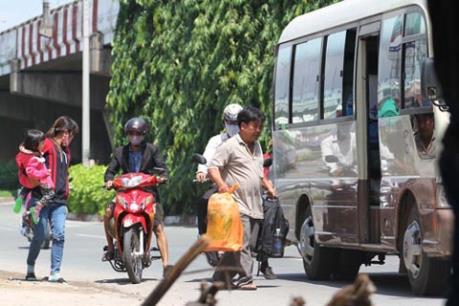 Tái diễn tình trạng xe dù bến cóc tại nội thành Tp. Hồ Chí Minh