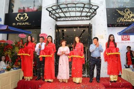 May Đức Giang khai trương Trung tâm thời trang tại Hà Nội