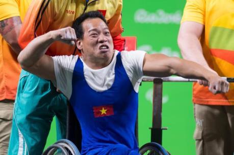 Cảm hứng Hoàng Xuân Vinh giúp Lê Văn Công lập kỳ tích