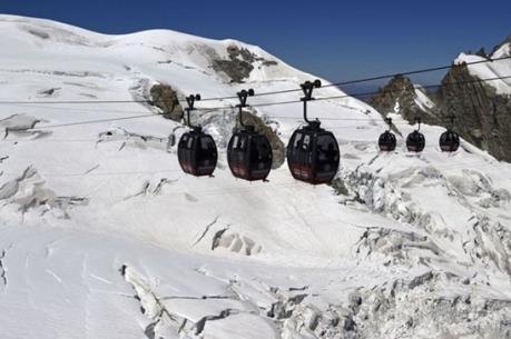 Cảnh sát giải cứu 110 người mắc kẹt trên tuyến cáp treo Pháp-Italy