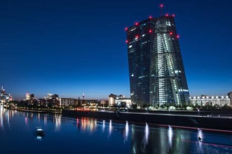 ECB giữ nguyên lãi suất và duy trì chương trình mua tài sản