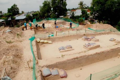 Công bố di vật được khai quật tại di tích Động Bà Hòe - Bình Thuận