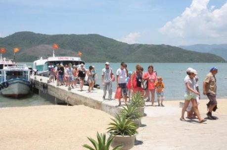 Phó Thủ tướng Vương Đình Huệ chỉ đạo về tái cơ cấu ngành du lịch