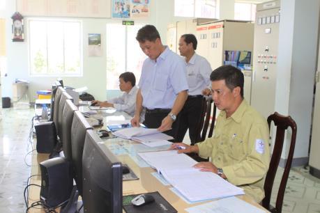 Đóng điện công trình treo dây mạch 2 đường dây 220 kV Hòa Khánh – Huế