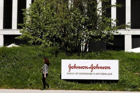 Johnson & Johnson chi 4,3 tỷ USD để mua lại mảng chăm sóc thị lực của Abbott