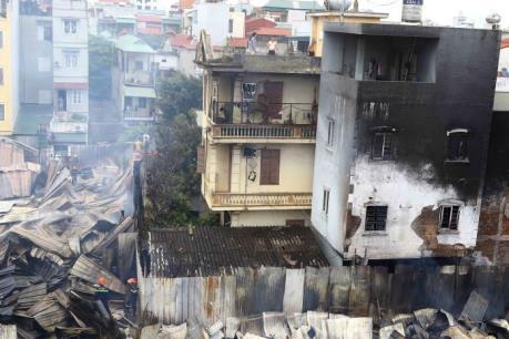 Hà Nội: Cháy lớn tại khu nhà tạm ở ngõ 398 phố Trương Định