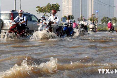 Bình Dương: Mưa lớn, một cháu bé bị nước cuốn trôi
