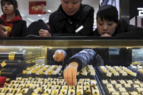 Giá vàng châu Á ngày 19/9 tăng do đồng USD yếu