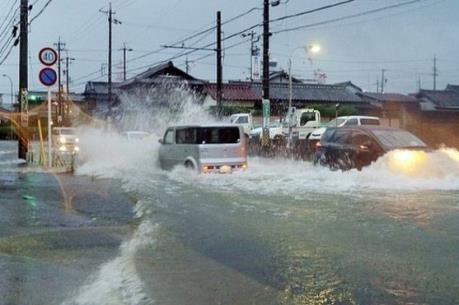 Bão Malakas đổ bộ vào Tây Nam Nhật Bản