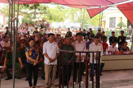 Xét xử vụ án cán bộ xã Vũ Bản, huyện Bình Lục, tỉnh Hà Nam cấp, bán đất trái phép