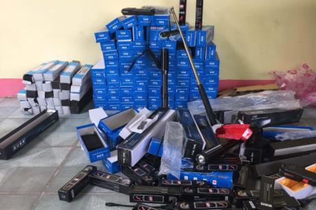"""Quảng Nam bắt giữ lượng lớn hàng """"nóng"""" vận chuyển trái phép"""