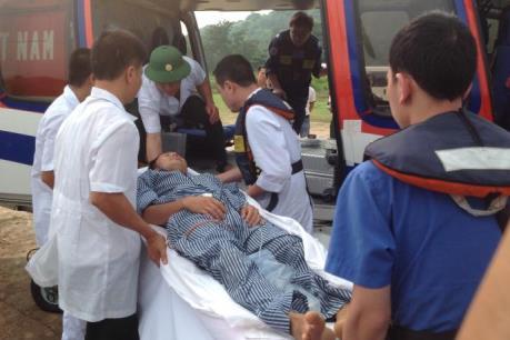 Dùng trực thăng đưa bệnh nhân bị vỡ ruột thừa từ Bạch Long Vĩ về BV Bạch Mai điều trị