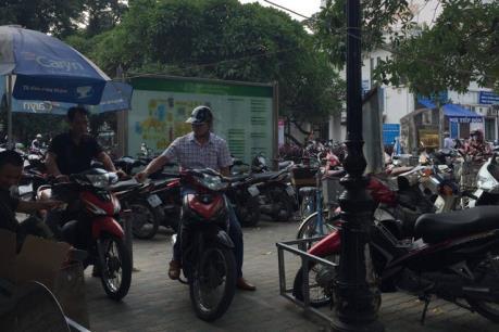 Bệnh viện Bạch Mai xin lỗi người dân vì đóng cửa bãi giữ xe