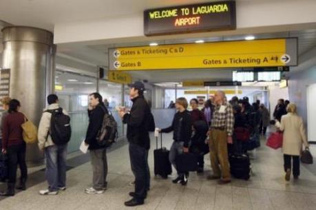 Sân bay LaGuardia ở New York phải sơ tán do ô tô khả nghi
