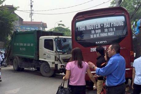 Hà Nội: Xe môi trường gây tai nạn liên hoàn trên Quốc lộ 3