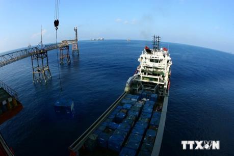 Vietsovpetro lắp đặt thành công khối thượng tầng giàn BK - Thiên Ưng