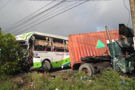 Tin mới vụ tai nạn nghiêm trọng làm 17 người thương vong tại Bến Tre
