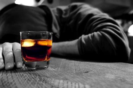Hai ngày 11 người chết vì ngộ độc rượu