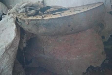 Phát hiện trống đồng cổ gần 2.000 năm tuổi khi đào móng nhà